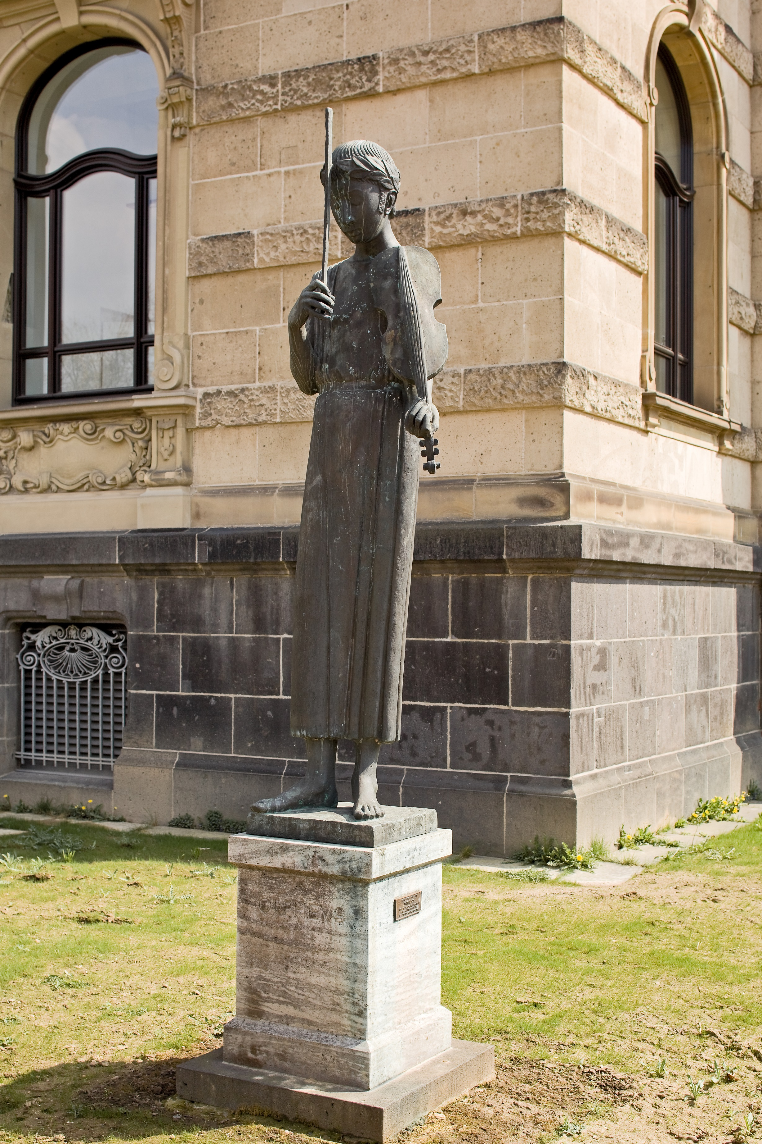 Bronzefigur mit Geige in Hand