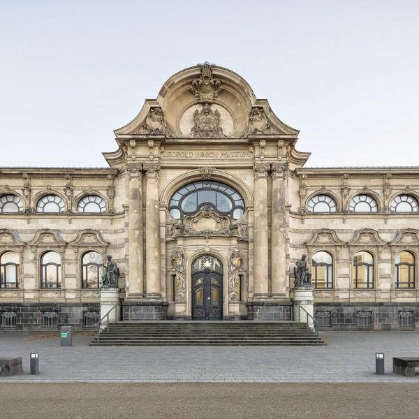 Fassadenansicht vom Hoeschplatz aus