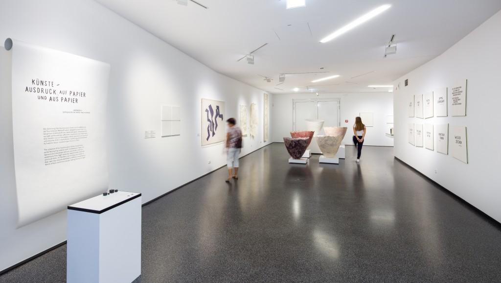 Ausstellung mit Papierskulpturen